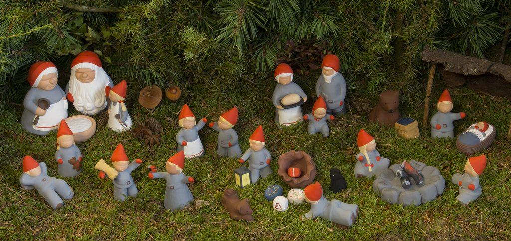 Tomtefamiljen från Storskogen - Keramikfigurer från Yourstone Keramik